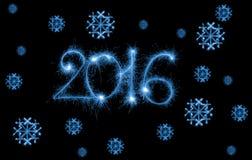 Guten Rutsch ins Neue Jahr - 2016 mit den Schneeflocken gemacht durch Wunderkerzen auf Schwarzem Stockfotografie
