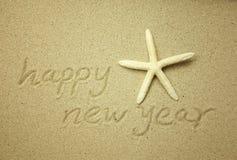 Guten Rutsch ins Neue Jahr-Mitteilung auf dem Sand Stockbild