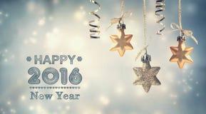 Guten Rutsch ins Neue Jahr-Mitteilung 2016 mit hängenden Sternen Lizenzfreie Stockfotografie
