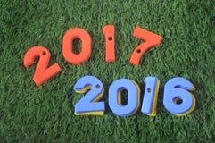 Guten Rutsch ins Neue Jahr, Naturkonzept und bunte Zahlidee Lizenzfreies Stockfoto