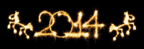 Guten Rutsch ins Neue Jahr - 2014 und Pferd machten eine Wunderkerze Stockfotos