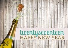 2017-guten Rutsch ins Neue Jahr-Wünsche mit geöffneter Sektflasche Stockfotografie