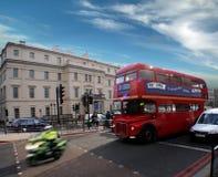 Gutenmorgen besetzte London-Straße. Lizenzfreie Stockfotografie