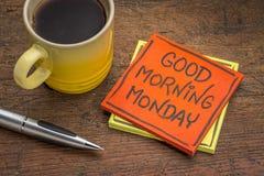 Gutenmorgen Montag-Anmerkung mit Kaffee lizenzfreies stockfoto