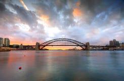 Gutenmorgen Sydney mit Hafen-Brücke und Opernhaus am sunri Stockbild