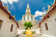 Gutes Glück lächelnder Buddha im Tempel Stockfotografie