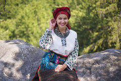 Gutsulka dans la forêt carpathienne Images stock