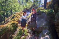 Gutsulka en el bosque cárpato Foto de archivo