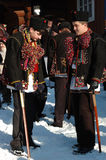 Gutsuls sta giocando i canti natalizii di natale, Ucraina fotografia stock