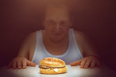 Guy with a burger Royalty Free Stock Photos