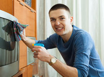 Guy cleaning TV Royalty Free Stock Photography