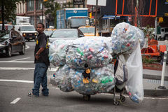 Guy collecting deposit bottles in New York Stock Image
