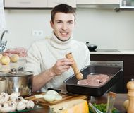 Guy cooking  meat Royalty Free Stock Photography