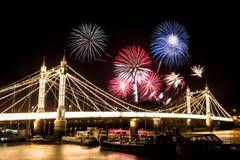 Guy Fawkes Fireworks sopra Albert Bridge Fotografie Stock