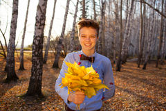 Guy holding bouquet of autumn leaves Royalty Free Stock Photography
