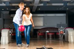 Young couple plays bowling Royalty Free Stock Photos