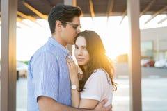 Guy Kissing His Lovely Girlfriend novo imagens de stock royalty free