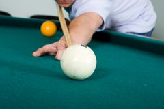 The guy plays billiards Royalty Free Stock Image