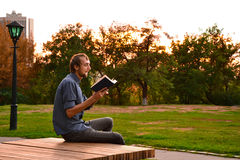 Guy reading book Royalty Free Stock Images