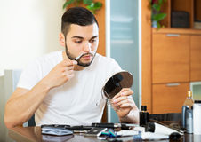 Guy shaving by electric shaver Royalty Free Stock Photos