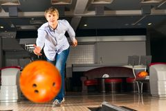 Young man playing bowling Stock Photography