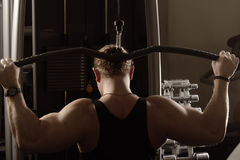 Guy training back muscles Royalty Free Stock Photo