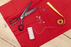 guzików nożyce brezentowi bieliźniani pomiarowi ustawiają dostawy szwalnej taśmy Zdjęcia Royalty Free