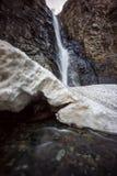 Gveletiwaterval in kazbegi nationaal park royalty-vrije stock foto
