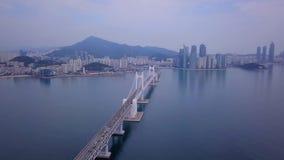 Gwangan桥梁空中录影和Gwangalli在釜山,韩国靠岸 影视素材