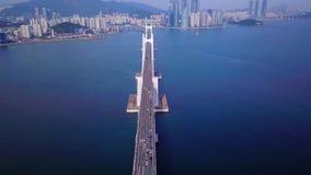 Gwangan桥梁空中录影和Gwangalli在釜山,韩国靠岸 股票视频