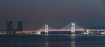 Gwangandaegyo桥梁在晚上 库存图片