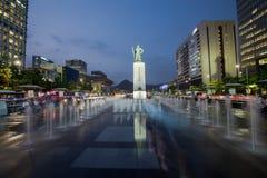Gwanghwamun广场的雕象Yi Sun-sin海军上将在汉城,韩国 库存图片
