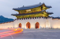 Gwanghwamun port av den Gyeongbokgung slotten i Seoul, Sydkorea Arkivfoton