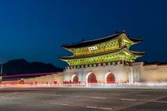 Gwanghwamun port på natten Arkivfoto