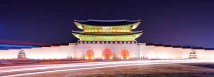 Gwanghwamun Tor in Seoul stockbilder