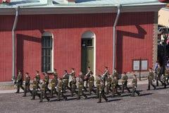 Gwardia honorowa pluton Peter i Paul forteca w brukującym podwórzu forteca (miasta muzeum) Obraz Royalty Free