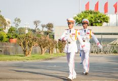 Gwardia honorowa przy Ho Chi Minh mauzoleumem na p??dupka Dinh kwadracie w Hanoi, Wietnam obraz stock