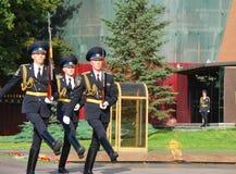Gwardia honorowa przy Wiecznie płomieniem moscow Zdjęcie Royalty Free