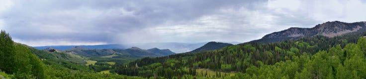 Gwardzista przepustki widoki Panoramiczny krajobraz przepustka, Midway i Heber dolina wzdłuż Wasatch Frontowych Skalistych gór, l obraz royalty free