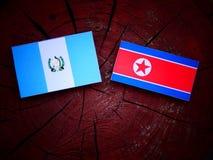 Gwatemalska flaga z koreańczyk z korei północnej flaga na drzewnym fiszorku Zdjęcia Royalty Free