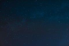 Gwiaździsta noc i Milky sposób zdjęcia stock