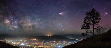 Gwiaździstej nocy panorama zdjęcie royalty free