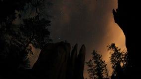 Gwiaździsty niebo w górach zbiory wideo