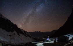 Gwiaździsty niebo nad Machhapuchre zdjęcia stock