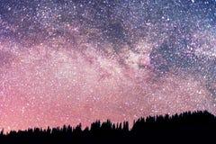 Gwiaździsty niebo nad ziemia Fotografia Royalty Free
