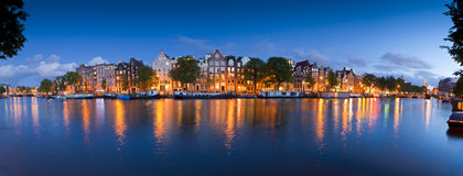 Gwiaździsta noc, spokojna kanałowa scena, Amsterdam, Holandia Obrazy Royalty Free
