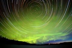 Gwiazda ślada i Północni światła w nocnym niebie Obraz Stock