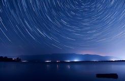 Gwiazda ślada nad jeziorem Zdjęcia Royalty Free