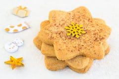 Gwiazdkowaty shugar ciastka zakończenie na białym tle Zdjęcie Royalty Free