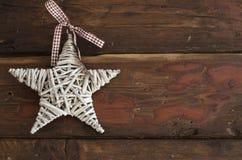 Gwiazdowa dekoracja na drewnianym stole zdjęcia royalty free